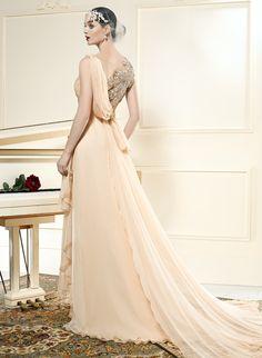 Vestido de novia en color melocotón con espalda bordada en plata efecto tatto de @ManuGarcia:GHN #vestidosdenovia2015 #tendencias #bodas2015 @manugarciabride
