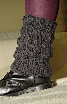 This pattern is also available in English: http://www.strickmasche.de/wolly-amazingly-simple-legwarmers/