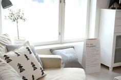 DIY pillow covers // Tee-se-itse tyynynpäälliset  http://heinassaheiluvassa.blogspot.fi/2014/11/diy-jouluiset-tyynynpaalliset.html