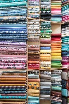 Hier findest du ganz viele Bio Stoffe für dein Nähprojekt. Alle unsere Stoffe sind nach Bio Richtlinien hergestellt und oft GOTS - zertifiziert. Schöne Design, klassiche Farben in grosser Auswahl. Bio Baumwoll Stoffe, Bio Leinen Stoffe, Bio Wollstoffe, Bio Strickstoffe und vieles mehr. Schau vorbei! Suits For Women, Ladies Suits, Quilt Material, Suit Fabric, Diy Supplies, Store Displays, Winterthur, Sewing, Prints