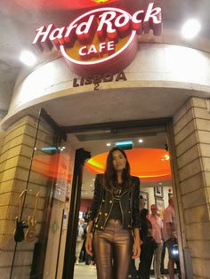 HARD ROCK CAFE LISBON | Um Blog Fashion Man Cave Bar, Cool Rocks, Stick It Out, Lisbon, Hard Rock, Good Music, Street Style, Algebra, Cool Stuff