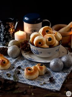 Donuts, Pan Dulce, Deli, Bread Recipes, Muffins, Bakery, Deserts, Food And Drink, Pie