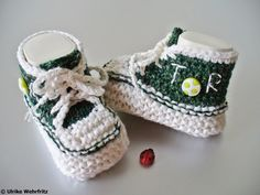 Es werden ja sehr viele Babyschuhe in Turnschuhoptik angeboten, entweder gehäkelt oder gestrickt. Das besondere an meinen Schühchen ist, dass sie eine