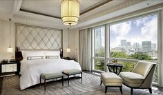 5 star hotels Shanghai, step into a realm of glamour and grandeur at the Grand Deluxe Suite at The Peninsula Shanghai, complete with a spacious living room, a circular entrance hall and lavish tapestry.
