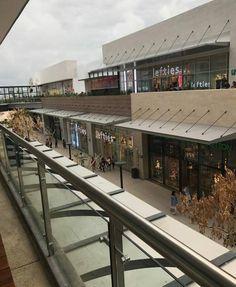 ¡No te quedes fuera de este proyecto! 🌞 ⛵ 🌊 😎 🍹 45,000 m2 de espacios rentables con más de 100 locales comerciales.