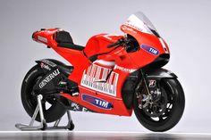 Shared by Motorcycle Fairings - Motocc Ducati Motogp, Ducati Motorcycles, Cars And Motorcycles, Yamaha, Grand Prix, Ducati Desmosedici Rr, Motorcycle Dirt Bike, Dirt Bikes, Motorcycle Wallpaper