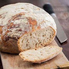 Chleb, który praktycznie nie wymaga pracy. Nie trzeba nastawiać zakwasu, zagniatać, formować... Wystarczy tylko wymieszać ze sobą składniki, pozostawić do wyrośnięcia i upiec. Ten chleb jest znany jako no knead bread. Jest idealny do wypieku w garnku żeliwnym. Smakuje wspaniale, a w domu roznosi się zapach jak w Pan Bread, Bread Baking, Bread Recipes, Baking Recipes, Russian Dishes, Deli Food, Polish Recipes, Artisan Bread, Bread Rolls