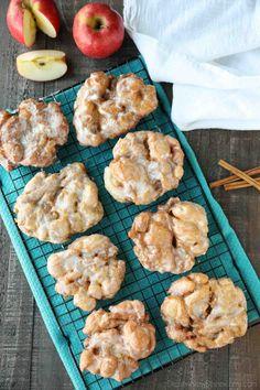 Apple Fritters Recipe (+ Video) - Dessert Now, Dinner Later! Jello Pudding Desserts, Apple Dessert Recipes, Donut Recipes, Apple Recipes, Appetizer Recipes, Sweet Recipes, Baking Recipes, Appetizers, Apple Fritter Recipes