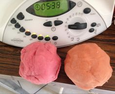 Recipe PATE A MODELER NON TOXIQUE by enirac, learn to make this recipe easily in your kitchen machine and discover other Thermomix recipes in Desserts & Confiseries. Slime, Diy For Kids, Crafts For Kids, Thermomix Desserts, Cooking Chef, Baby Games, Hacks Diy, Funny Games, Gum Paste