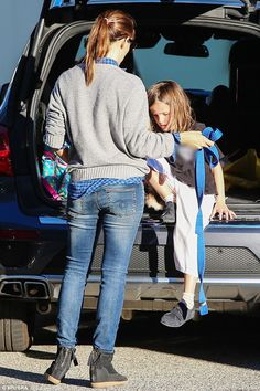 Fit Jennifer Garner takes daughter Seraphina to class