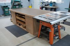 Planning to get started woodworking? Learn to construct beneficial, shop-made equipment to address annoying woodworking problems. Below are a few woodworking ideas to improve the efficiency of yours. Read more about woodworking. Carpentry Projects, Easy Woodworking Projects, Home Projects, Furniture Projects, Woodworking Supplies, Welding Projects, Furniture Plans, Kids Furniture, Woodworking Saws
