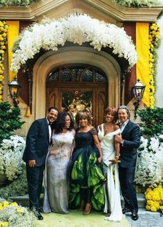 History Discover Tina Turner wedding Oprah and her bestie Gayle smiled with the happy couple on their special day. Tina Turner, Oprah Winfrey, Anna Mae, Celebrity Couples, Celebrity Weddings, Sarah Jessica Parker, Wedding Album, Wedding Gowns, Green Wedding
