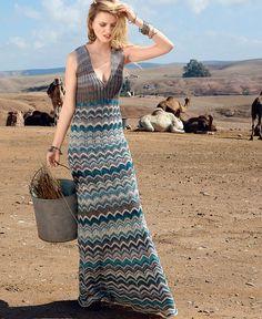 Потрясающее платье макси с глубоким вырезом