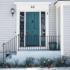 Still in search of the perfect green for our kitchen. 4️⃣0️⃣ is pretty close  #jakhome #pinspiration #decor #frontdoors #newportri