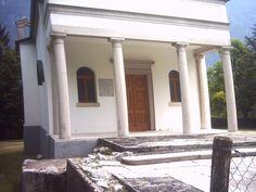 Longarone 2005 Chiesetta Protti,ricostruita e basamento della vecchia distrutta nel 1963