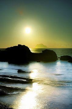 龜吼日出-sunrise by 號獃 on Flickr