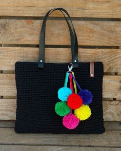 Marvelous Crochet A Shell Stitch Purse Bag Ideas. Wonderful Crochet A Shell Stitch Purse Bag Ideas. Embroidery Works, Embroidery Bags, Patchwork Bags, Quilted Bag, Bag Quilt, Crochet Shell Stitch, Jute Bags, Boho Bags, Pom Poms