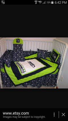Seahawks quilt Sport Themed Crafts, Sports Quilts, Picnic Blanket, Outdoor Blanket, Seattle Seahawks, Blankets, Nfl, Toddler Bed, Washington