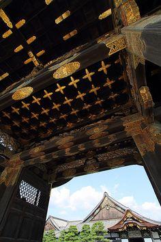 Black and Gold - Nijo Castle, Kyoto  二条城