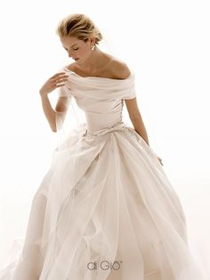 Wonderful Perfect Wedding Dress For The Bride Ideas. Ineffable Perfect Wedding Dress For The Bride Ideas. Grace Kelly Dresses, Pretty Dresses, Beautiful Dresses, Gorgeous Dress, The Bride, Bride Groom, Dress Vestidos, Old Hollywood Glamour, Classic Hollywood