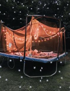 Have a sleepover on a trampoline with my bffs Trampolines, Summer Nights, Summer Vibes, Summer Fun, Nail Summer, Late Nights, Fun Sleepover Ideas, Girls Sleepover Party, Sleepover Room
