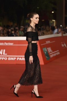 Pin for Later: Was Rooney Mara's Balenciaga Better on or Off the Runway? Rooney Mara in Balenciaga Spring '15