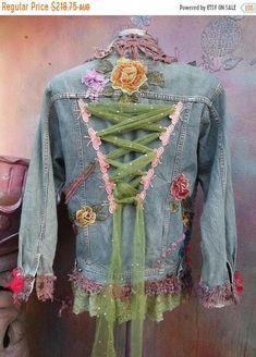 Wildskin woodland hippy bohemian gothicdenim gothic jacket jacket coat shabby tattered tie dye gypsy medium to 40 bust Artisanats Denim, Denim And Lace, Denim Vests, Denim Purse, Denim Jackets, Hippie Bohemian, Bohemian Style, Bohemian Fashion, Bohemian Outfit
