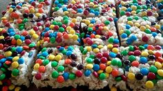 Rainbow Rice Krispie Treats: ingredients, directions, and special baking tips from The Elf to make Rainbow Rice Krispie Treats, a variation of the classic no-bake cookie recipe. Easy No Bake Cookies, Easy Cookie Recipes, Gluten Free Cookies, Rice Krispy Treats Recipe, Rice Crispy Treats, Krispie Treats, Chocolate Line, Chocolate Bark, Classic No Bake Cookie Recipe