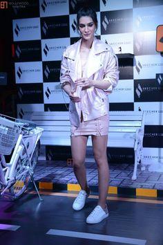 Katrina Kaif Hot Pics, Beautiful Bollywood Actress, Actresses, Coat, Jackets, Fashion, Female Actresses, Down Jackets, Moda