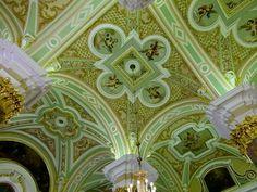 Intérieur de la Cathédrale Saint Pierre et Saint Paul - Saint Petersbourg - Construite de 1712 à 1733 par l'architecte Domenico Trezzini - Nécropole des Tsars.