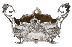 Centro de mesa brasonado no feitio de gôndola em prata portuguesa contraste