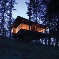 Situated above a steep cliff, called the Matterhorn by locals, and amongst 200-foot-tall Ponderosa pine, the cabin on Flathead Lake was designed to quietly enjoy the panoramic lake views and activity of the osprey.