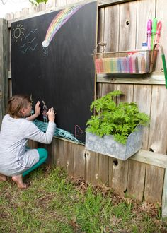 Love the look of chalkboard walls, but don't love chalkboard dust? Take the chalk wall outside. Love the look of chalkboard walls, but don't love chalkboard dust? DIY Network shows you how to make an outdoor chalk wall. Backyard Play, Backyard For Kids, Backyard Patio, Backyard Landscaping, Diy For Kids, Diy Garden Ideas For Kids, Florida Landscaping, Kids Outdoor Play, Patio Wall