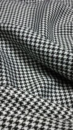 Купить или заказать Ткань 'Гусинные лапки' в интернет-магазине на Ярмарке Мастеров. Ткань костюмно-плательная шир. 150 см, пр-во Турция.Рисунок мелкий Ткань 'гусиная лапка' – одно из его многих названий. Гусиная лапка, собачий зуб, ломаная клетка – это все названия одного рисунка, Прекрасного качества, пластичная, средней плотности, ближе к тонкой, костюмно-плательная ткань для пошива роскошных платьев в пол для зимы и осени, а также любых костюмных ансамблей. Цена указа за 1м.