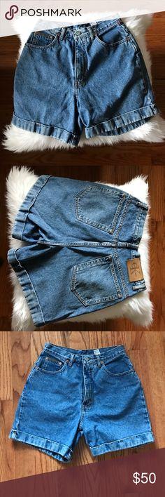 Vintage Calvin Klein Denim Shorts Vintage Calvin Klein cuffed Denim shorts. 4 inch inseam/13 inch rise/14 inch waist measured flat. Calvin Klein Shorts Jean Shorts