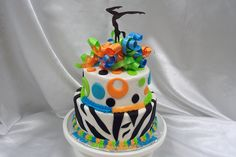A sweet sixteen cake is a big part of a sweet sixteen party. Cake pictures, flavor ideas and sweet sixteen cakes explained. Find the perfect cake! Sweet Sixteen Themes, Sweet Sixteen Cakes, Sweet 16 Cakes, Fancy Cakes, Cute Cakes, Gymnastics Cakes, Gymnastics Party, Blacklight Party, Chocolate Party