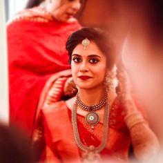 Best Ideas For Bridal Vintage Makeup Hairstyles Kerala Wedding Saree, Kerala Bride, Indian Bridal Sarees, Bridal Silk Saree, Indian Bridal Makeup, Indian Bridal Fashion, Bridal Beauty, Saree Wedding, South Indian Bride Hairstyle