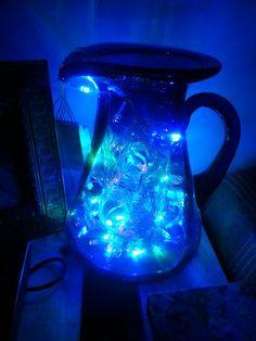 Mi jarra favorita... la rellené con luces navideñas led y me quedo una linda lampara.