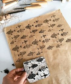 Stamp carving - Linocut Gaas on Behance Stamp Printing, Screen Printing, Printing On Fabric, Textile Printing, Shibori, Lino Art, Stamp Carving, Handmade Stamps, Fabric Stamping