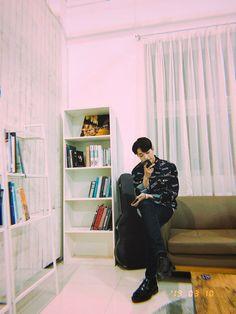 All About Kpop, Guan Lin, Lai Guanlin, Fans Cafe, Aesthetic Boy, My Destiny, Cube Entertainment, Boyfriend Material, Handsome Boys