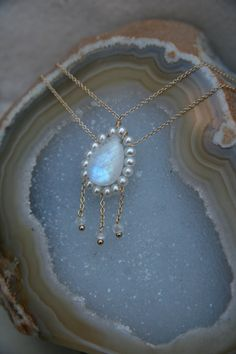Elegant rainbow moonstone and pearl necklace