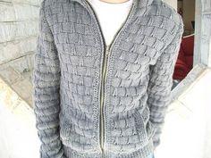 Deixe seu gato, ainda mais lindo com essa blusa de lã, confeccionada em trico a mão,com fio de alta qualidade, que é super macio e quentinho. Um visual bem moderno! Pode ser confeccionado em outra cor e tamanho. Esta é manequim 40/42. Prazo para confecção é de 28 dias, respeitando agenda de encom...