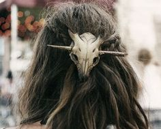 First picture is inspira… HP Leather boho cow skull hair accent Holds pony tails. First picture is inspirational. Accessories Hair Accessories - Station Of Color Hippie Stil, Hippie Boho, Piercings, Dark Mori, Cow Skull, Grunge Style, Goth Style, Hair Jewelry, Jewellery