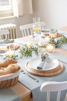 Breakfast table decorations brunches food Ideas for 2019 Brunch Mesa, Breakfast Table Setting, Table Setting Inspiration, Beautiful Table Settings, Table Set Up, Decoration Table, Food Table Decorations, Deco Table, Tablescapes