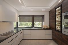 Zdjęcie projektu Korso BSE1113 Kitchen Room Design, Modern Kitchen Design, Interior Design Kitchen, Modern Family House, Best Modern House Design, Stairs In Living Room, Decor Home Living Room, Contemporary Kitchen Cabinets, Modern Kitchen Interiors