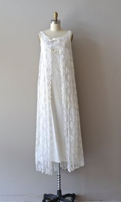 1960s wedding dress / lace 60s wedding gown / Carrington gown