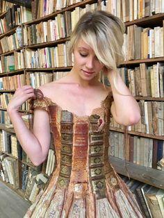 """ Amazing dress by french creator Sylvie Facon Additonnal credit : L'Oiseau de la pluie - Costumes et créations Steampunk Tendencies [ Twitter | Instagram | Facebook | Google+ | Pinterest ] "" I..."
