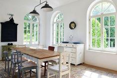 Provence-i hangulatú szállások Magyarországon Decor, Table, House Styles, Country Chic, Furniture, House, Home Decor, Dining, Dining Table