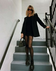 Spring Outfit Women, Spring Outfits, Spring Clothes, Business Outfit Damen, Look Blazer, Casual Blazer, Blazer Dress, Black Blazer Outfit Casual, Full Black Outfit