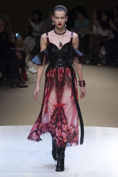 Alexander McQueen Autumn/Winter 2018 Ready-To-Wear Collection